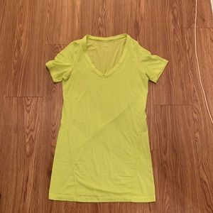 Lululemon v neck tee shirt top size 4 small